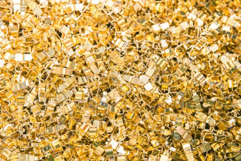 Trommelveredelung von Schüttgut in Gold in der Trommelgalavnik