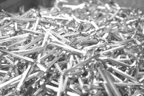 Oberflächenveredelung von Inbusschlüsseln in Nickel in der Trommelgalvanik